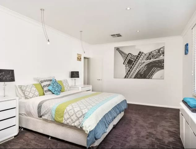 Morriset NSW Fully furnished bedroom for rent