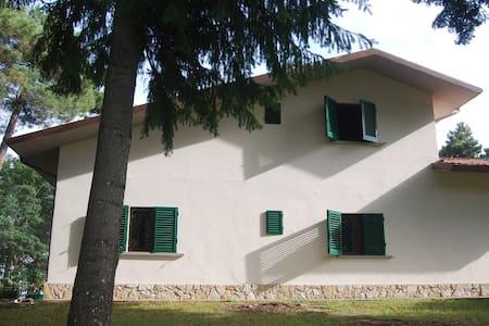 CASA INDIPENDENTE CON GIARDINO - Marliana - Rumah