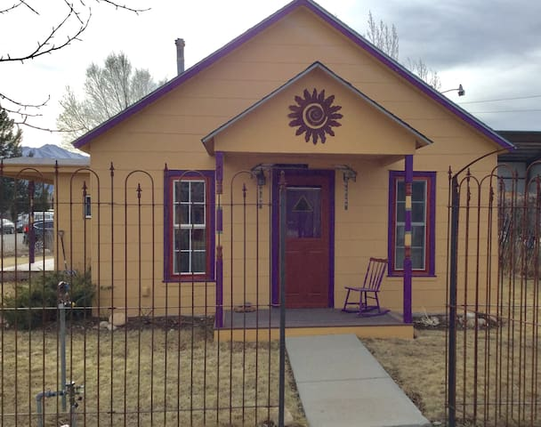 Charming 2-Bedroom House in Historic Downtown - Buena Vista - House