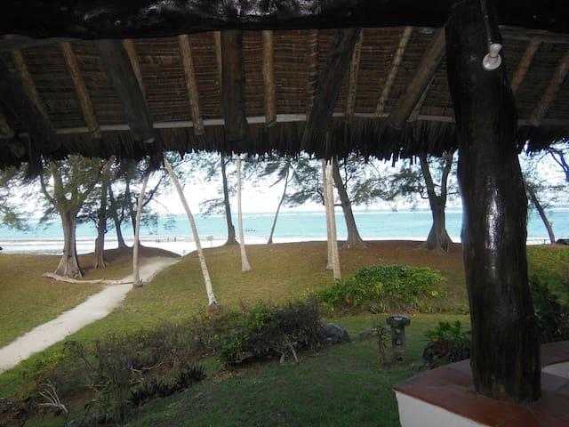 Beachfront accommodation in Diani - Diani Beach - Haus