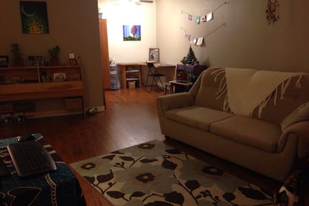 Cozy apartment, walk to downtown - Duncan