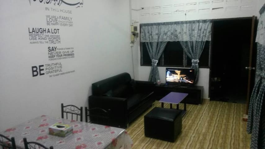 Cempaka Homestay (Bed and Breakfast)