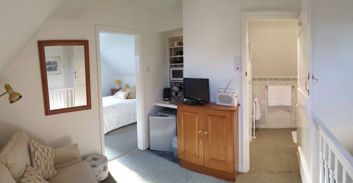 Cosy Self Contained Annexe Room w/en-suite & tv rm