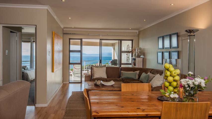 The Lookout at Whale Cove:  Seafront, great views! - De Kelders - Wohnung