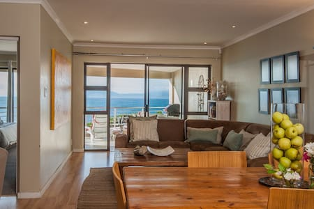 The Lookout at Whale Cove:  Seafront, great views! - De Kelders - Apartment