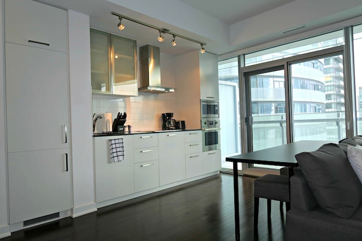 Modern Luxury Condo by CN Tower/ACC - Toronto - Wohnung