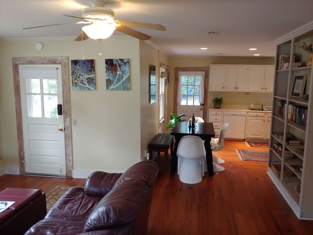 Charming Downtown cottage close to Parris Island