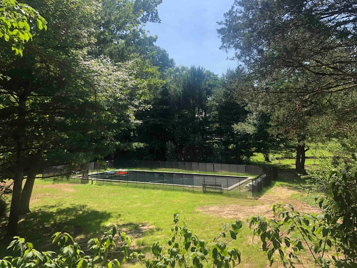 **Pool** Home on wooded estate 10 min to PU