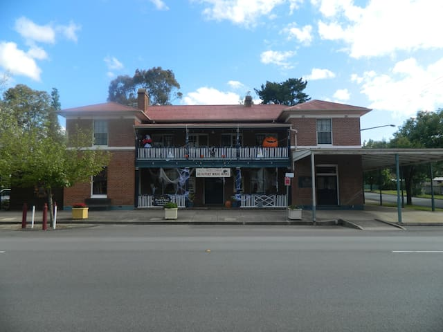 Beaufort House Motel Unit Three - Adelong - Penzion (B&B)