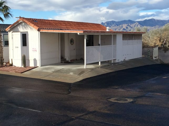 55+ Retirement Village Home with private parking - Bullhead City - Huis