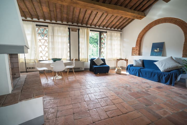 COZY ATTIC IN THE HEART OF TUSCANY