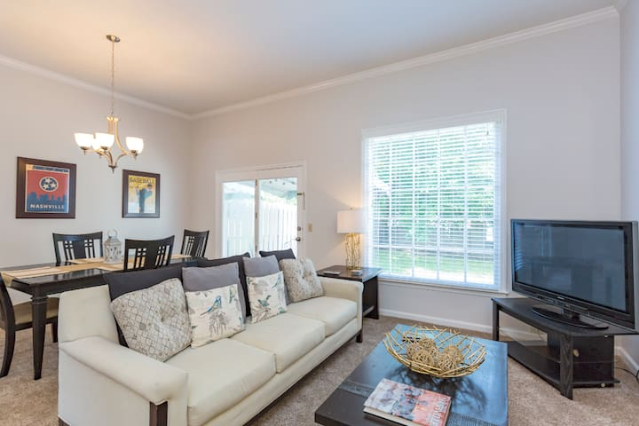 VANDY TOWNHOME ☆ LUXURY 2BR ☆ CLOSE TO DOWNTOWN