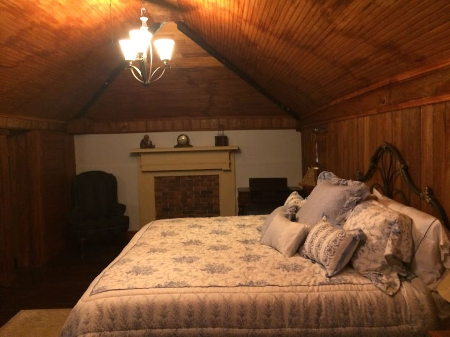 Dogwood Suite Bed
