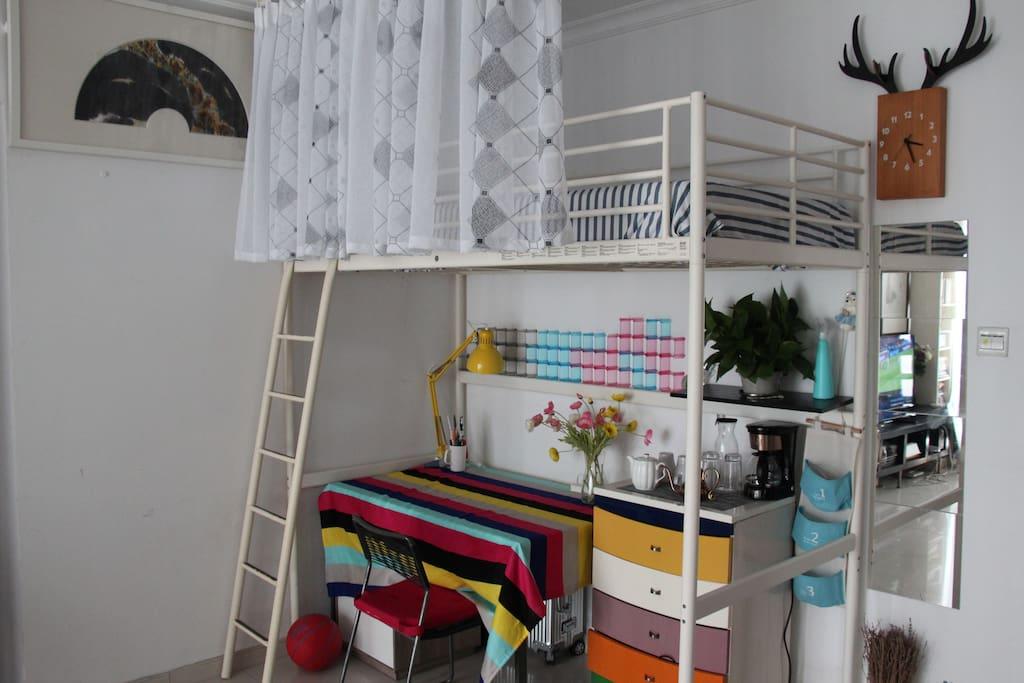 宜家高架床组成的舒适空间