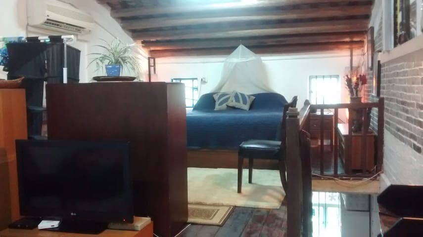 50sqm Private Attic Bed, Sitting Rm & kitchenette