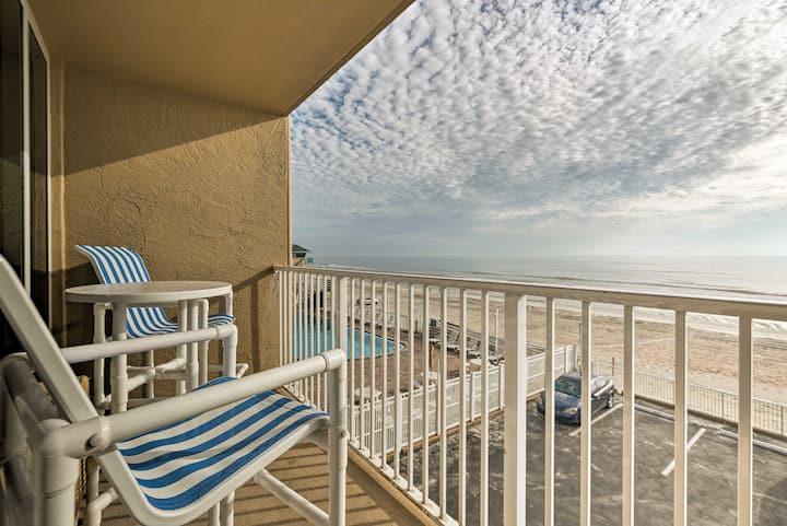 Oceanfront Daytona Beach Studio w/ Balcony & Pool!