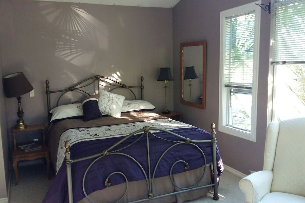 master bedroom queen size bed with new quality bedding