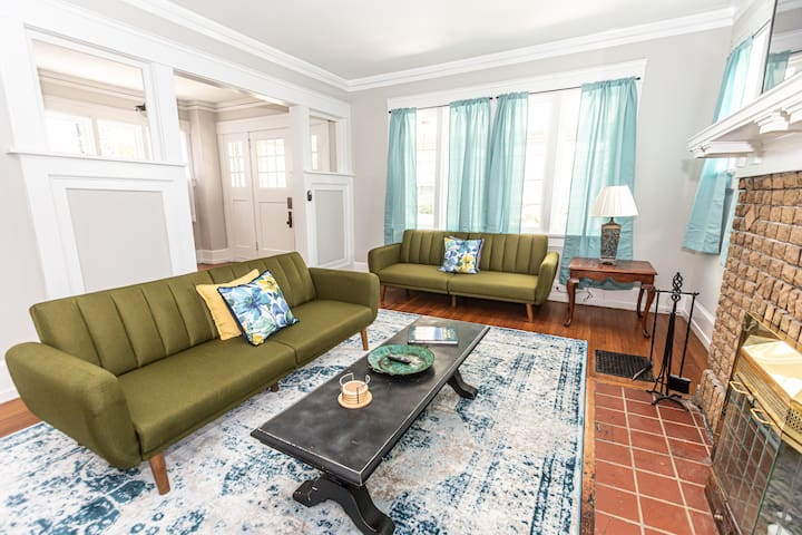 Bright + Airy Staycation | Wifi + Pet Friendly!