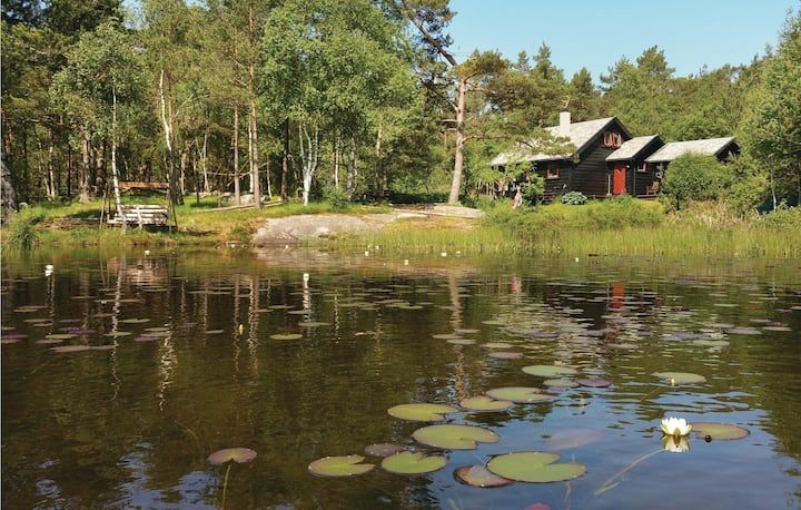 Nice home in Hommersåk with Jacuzzi and 4 Bedrooms