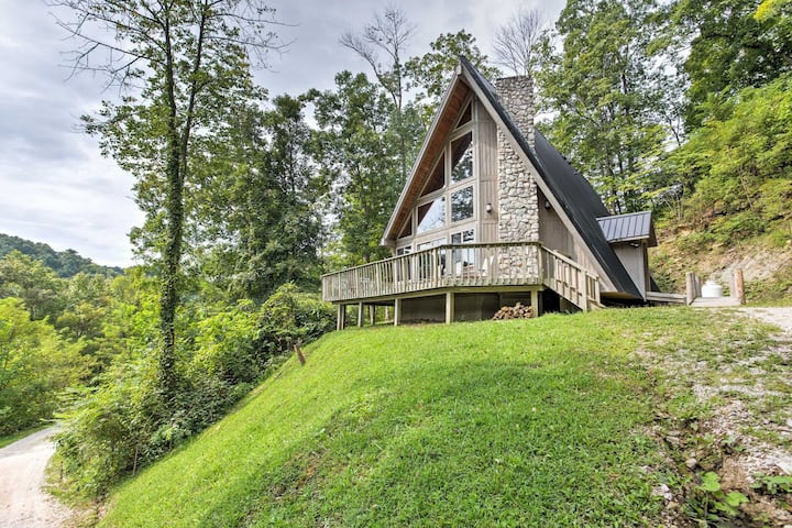Hot Tub & WiFi - Large Vacation Home - Southern Comfort - Red River Gorge, KY!