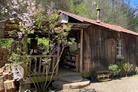Standing Bear Hostel Bunkhouse