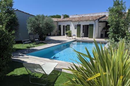 Les Malachats avec piscine chauffée