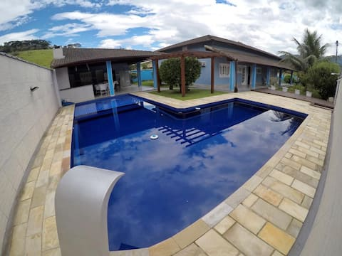 Gorgeous 4 bedroom house + Private Pool and Grill