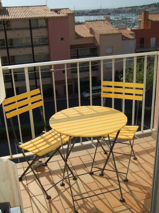 on peut manger sur le balcon