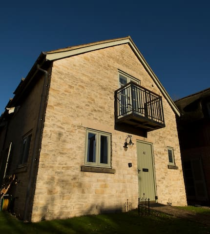 Pet friendly contemporary cotswold stone cottage - Somerford Keynes