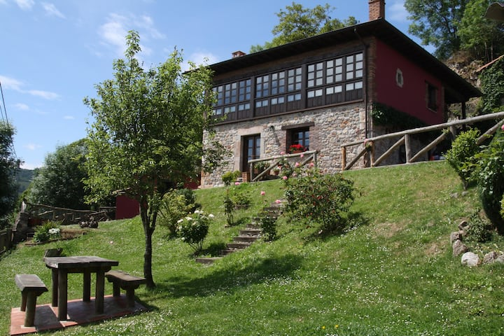 Casa Rural , bed and breakfast a orillas del Sella