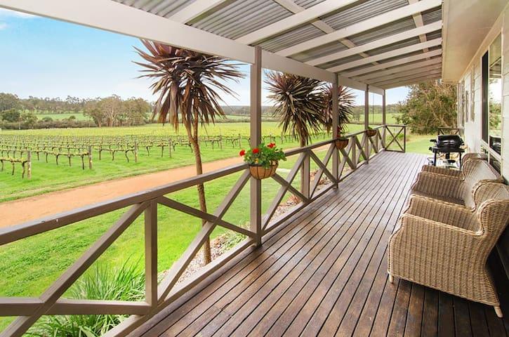 Brookwood Estate Cottage (stay in a vineyard!)