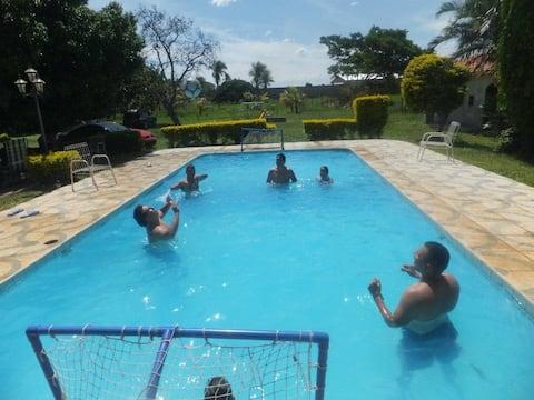 Aléjate cerca: Casa Quinta en Cotoca.