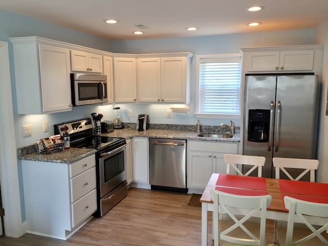 Kitchen (granite countertops with full size stainless steel appliances.)