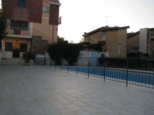 Appartamento in villa con piscina  - Marina di Ardea - Villa