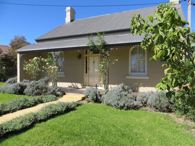 Best Western Goulburn 5 Bedroom Home - Goulburn