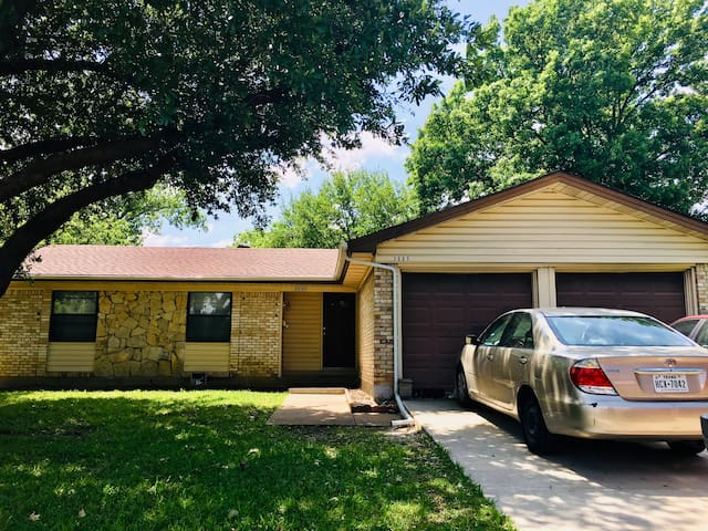 Room in Cecilia's home - 10 min from DFW Airport 1