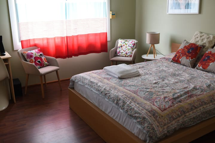 Generous sized main bedroom with queen size comfortable bed. Sunlit room with a comfortable ambiance.
