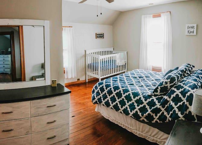 Upstairs queen bedroom crib