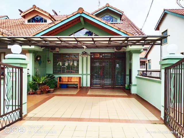 Putra Lagenda Homestay: Spacious and secured