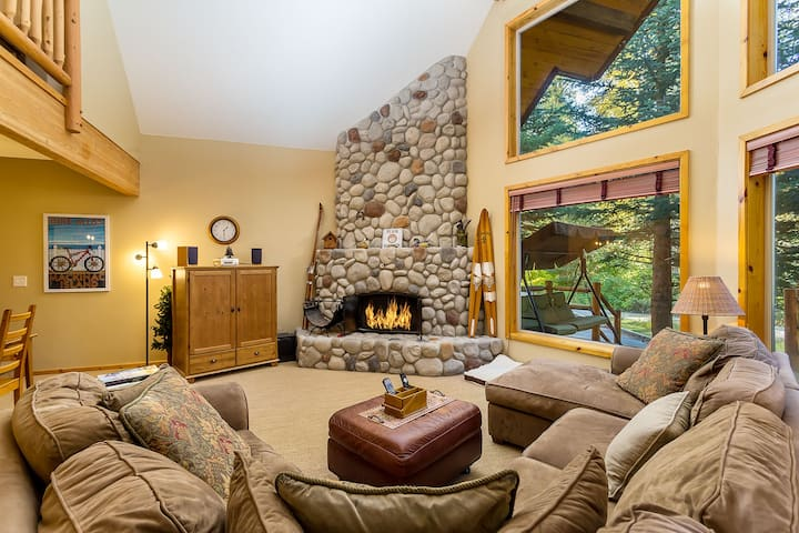 Nestled in the trees, Chalet with hot tub, Dish Sat., snowmobile access- River Rock Chalet-2 Bedroom, 2 Bathroom