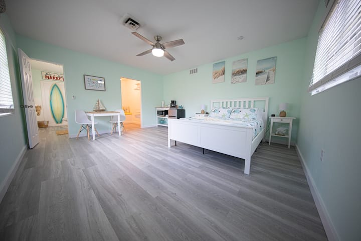 The Cozy Beach Suite of Sunny Sarasota!