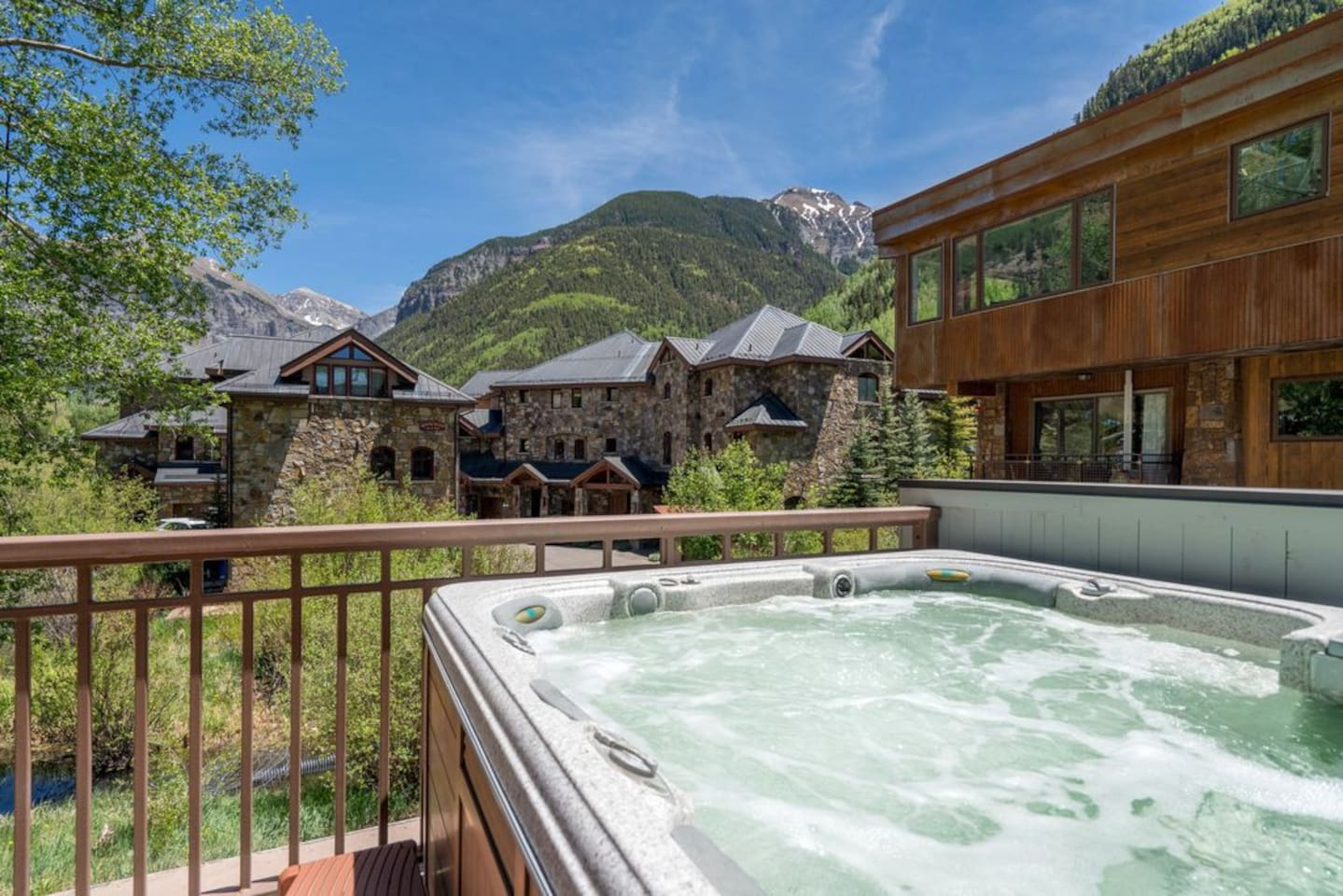 Enjoy the private hot tub and balcony with unbeatable 180° views! ♥