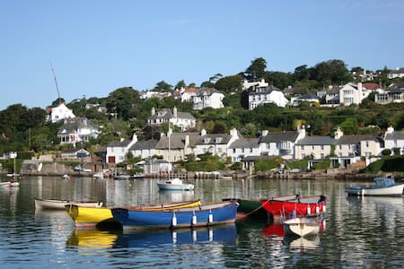 Devon cottage with estuary views - Noss Mayo