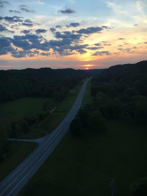 10 min drive from the Natchez Trace Bridge!