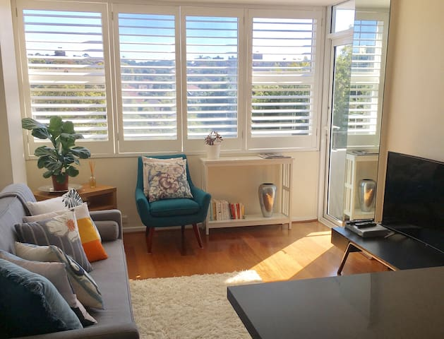 Sunny 1BDR w/ pool and water views - Kurraba Point - Apartament