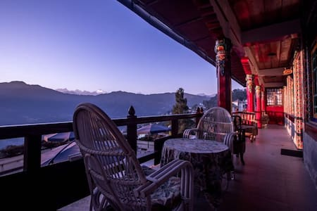 Netuk House- Heritage Suite - Gangtok - 连栋住宅