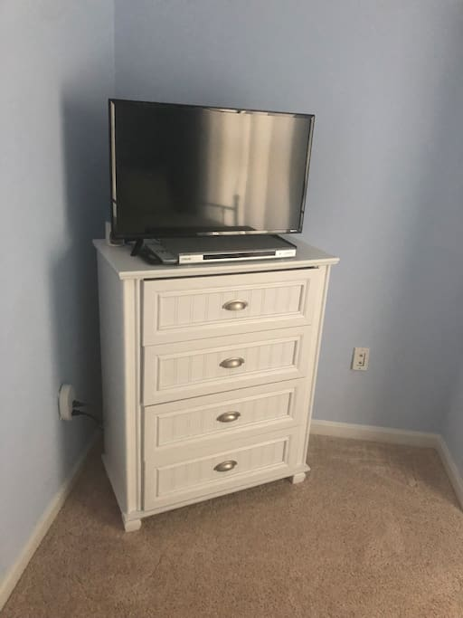 Tv with DVD player and Netflix