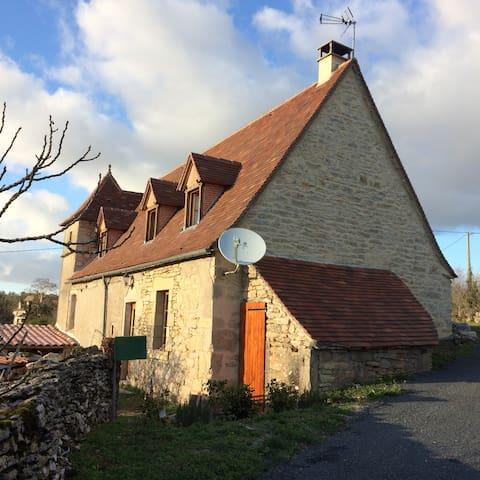Maison quercynoise typique - Sénaillac-Lauzès - Haus