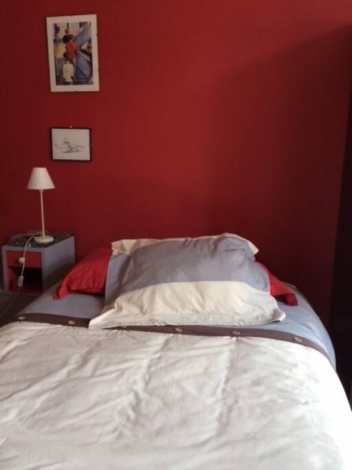 Chambre 1  rouge  sur Jardin