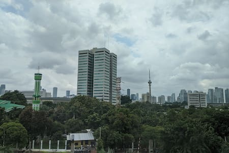 Spacious Apt in Central Jakarta, 81m2 with Netflix